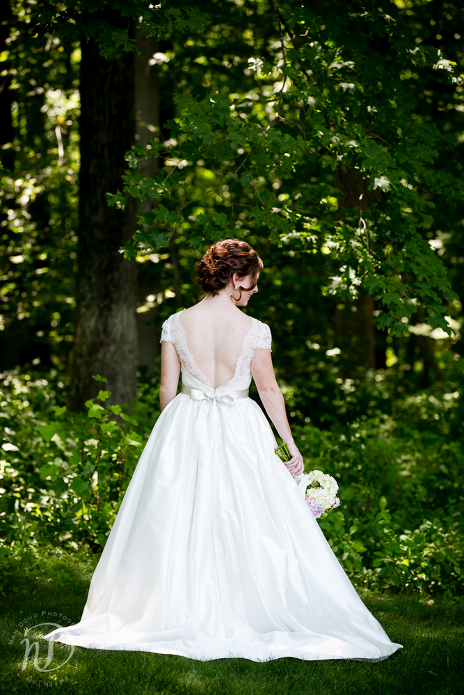 I love the classic cut of this wedding gown, paired with the deep V back. So stunning.